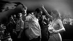 Quem disse que os noivos não aproveitam a festa? :) Josiane  Alfredo  http://ift.tt/1O9LVe0  #wedding #weddingphotography #weddingphotographer #casamento #bride #canon #felicidade #clauamorim #claudiaamorim  #portrait #retrato #instawedding #photooftheday #happiness #vestidodenoiva #fotodecasamento #fotografodecasamento #love #vestidadebranco #lapisdenoiva #yeswedding #bridetobride #bride2bride  #noivinhasdegoiania #bellaeventos