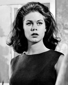 Actors Who've Never Won An Emmy: Elizabeth Montgomery Elizabeth Montgomery was nominated nine times, five for her role as domestic witch Samantha Stephens in Betwitched, but no matter how hard she tweaked that cute little button nose, she couldn't make even one Emmy appear on her mantle.