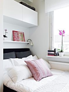 22 Small Bedroom Designs, Home Staging Tips to Maximize Small Spaces I adore these bedrooms, nice, clean, small bedroom design ideas and home staging tips for small rooms Cozy Small Bedrooms, Small Bedroom Storage, Bedroom Small, Girls Bedroom, Bed Storage, Stylish Bedroom, Wardrobe Small Bedroom, Modern Bedroom, Small Double Bedroom