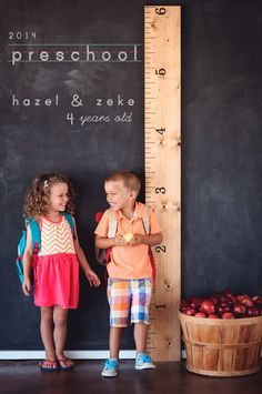 These start of school photos contain such epic levels of cuteness that it is almost more than I can stand. Last year my friend Rachel had her twins' photos taken for the start of preschool and I am. Kindergarten Pictures, Preschool Pictures, Kindergarten First Day, Preschool Class, Preschool Ideas, Craft Ideas, First Day Of School Pictures, First Day Of School Outfit, School Photos