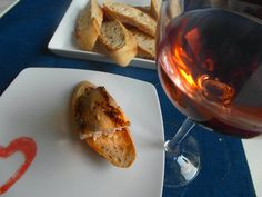 Zubáč s bagetou a Rosé D´ Anjou to je krásna Nedeľa - www.vinopredaj.sk  #rosedanjou #rosee #rose #zubac #ryba #vino #nedela #inmedio #jedlo #food #dobrejedlo #vinoteka #obchod #wineshop #fish #delikatesy #delishop #deli #chutne