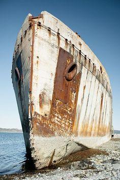 El barco de hormigón corrió a tierra en 1942 y ha sobrevivido a varios intentos de hundirlo. A las afueras de Trondheim en Noruega.