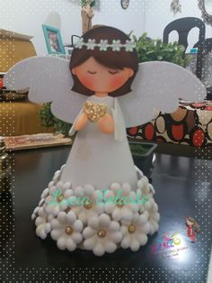Communion Centerpieces, Communion Decorations, Baptism Decorations, Birthday Decorations, Hobbies And Crafts, Crafts For Kids, Diy And Crafts, Christmas Angel Crafts, First Communion Cakes