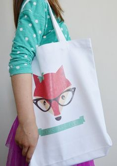 DIY Library Tote | Free pattern and design printable!