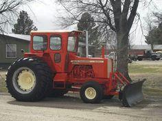 220 heres a good way to spend retirement. Antique Tractors, Vintage Tractors, Vintage Farm, Allis Chalmers Tractors, Big Tractors, Classic Tractor, Down On The Farm, Farm Life, Cool Pictures