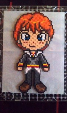 Perler bead Ron Weasley Harry Potter made by my daughter ♥ - by Claudia Rocha Harry Potter Ron Weasley, Harry Potter Diy, Pearler Bead Patterns, Perler Patterns, Harry Potter Perler Beads, Hamma Beads Ideas, Modele Pixel Art, Art Perle, Peler Beads