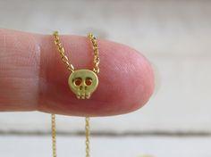 Collana teschio oro collana di perline di PersonalizedWhimsies
