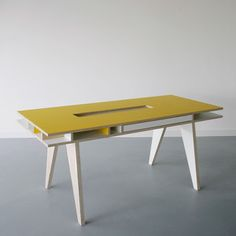 The perfect balance between minimalism and functionality might just well have been achieved by the Insekt desk. It has a simple plywood construction yet offers ample storage space within its many compartments drawers and shelves Bureau Design, Furniture Inspiration, Design Inspiration, Design Ideas, Plywood Desk, Yellow Desk, Yellow Table, Home Office, Best Desk