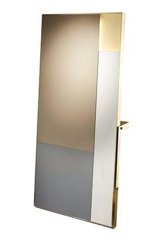 miroir belami en laiton poli et 3 teintes (bronze, gris et extra blanc), equipe d'un eclairage led, collection elliott barnes (ecart international)