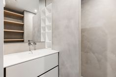 Small bathroom, smart idea: that little alcove hidden in the shower wall
