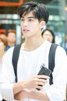 Korean Men Hairstyle, Korean Haircut, Asian Boy Haircuts, Haircuts For Men, Boy Hairstyles, Straight Hairstyles, F4 Boys Over Flowers, Korean Boys Hot, Asian Male Model