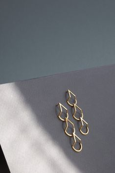 Drop earrings in gold vermeil. Geometric design with subtle movement.