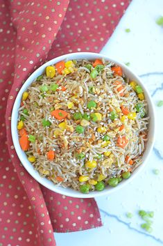 Instant Pot fried rice is a pressure cooker version made in a fraction of the time and it will totally satisfy any craving for Asian cuisine. Fried Rice Seasoning, Garlic Fried Rice, Vegetable Fried Rice, Fried Vegetables, Delicious Vegan Recipes, Easy Healthy Recipes, Amazing Recipes, Mujadara Recipe, Pressure Cooker Recipes