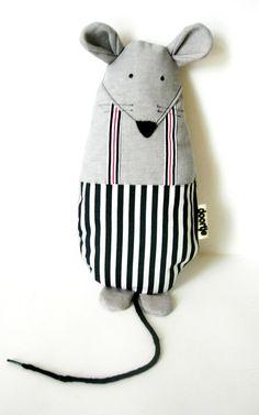 nice mouse - cute the shoestring as tall / Kuschel-Maus - toll Schuhbändel für Schwanz / heerlijke muis met een veter als staart! von Doortje-Peperkamp bei DaWanda