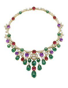 O que será mais hipnotizante: o brilho dos diamantes ou o das pedras preciosas? Na verdade, são os dois. As novas peças de alta-joalharia da coleção Diva provam porque é que a Bulgari faz as delícias dos amantes de joias.