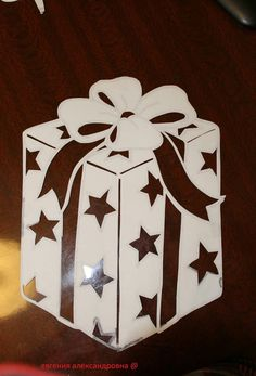 a Christmas package deal decoration. Christmas Stencils, Christmas Templates, Christmas Paper, Christmas Crafts, Christmas Ornaments, Kirigami, Diy And Crafts, Paper Crafts, Scroll Saw Patterns