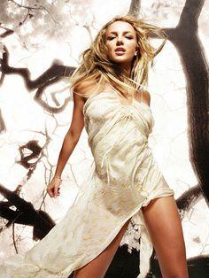 Britney Spears - 2003 Photoshoot by Ranjit Singh Grewal Britney Spears Agora, Britney Spears Fotos, Britney Spears 2003, Britney Spears Images, Ashley Tisdale, Lindsay Lohan, Hilary Duff, Kylie Minogue, Gwen Stefani