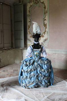 #MarieAntoinette #court #dress #1770s #dagoty #painting #pouf #rose #bertin #fashion #history #robe de #cour