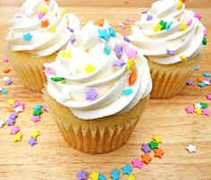 Lemon Cupcakes with white chocloate butter cream