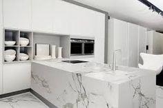 New kitchen design: clean-line calacatta quartz waterfall countertops for your modern kitchen style Kitchen Tops, White Kitchen Cabinets, Kitchen Countertops, Kitchen And Bath, New Kitchen, Kitchen Island, Kitchen Benchtops, Stone Kitchen, Kitchen White