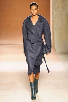 Victoria Beckham - NYFW Fall/Winter 2015-2016 - www.so-sophisticated.com
