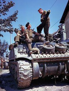 1944, NORMANDY, SHERMAN TANK