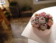 Peony bouquet: Flower ricecake _ Advanced class student's work  #Ricemama #Beanpaste #Flowercake #glutenfree #라이스마마 #앙금플라워떡케이크 #버터플라워케이크#부케#dessert #cupcakes#wiltondeco#butterflowercake#bouquet #weddingcake#flower# #เค้กดอกไม้ #フラワーケーキ #ケーキ #鮮花蛋糕 #kue #kekbunga #맞팔#팔로잉 #팔로워#소통#작약 #peony #램스이어