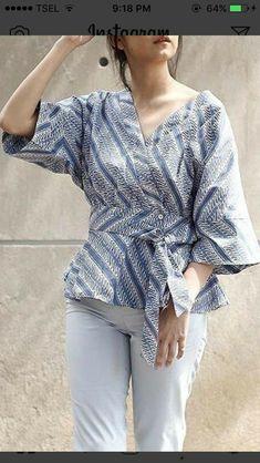 Batik Fashion, Ethnic Fashion, Hijab Fashion, Fashion Outfits, Womens Fashion, Batik Kebaya, Kebaya Dress, Batik Dress, Blouse Batik Modern