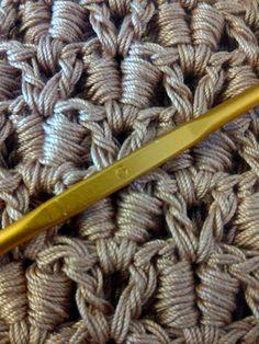 Cool stitch-- looks like it would be a cool rug.  => vjerojatno 'crocodile stitch' sa stražnje strane