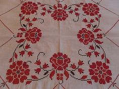 VINTAGE-VALENTINES-DAY-HAND-EMBROIDERED-CROCHET-RED-FLORAL-LINEN-TABLECLOTH
