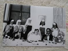 Princess Margaret Wedding, Lawrence Welk, Mother Pictures, Vintage Children Photos, Sister Photos, Cute Twins, Europe Photos, Twin Girls, Press Photo