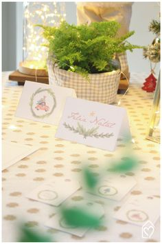 Freebie de Natal: papelaria fofa Place Cards, Place Card Holders, Table Decorations, Instagram, Christmas, Home Decor, Link, Pink Play Kitchen, Cute Stationery