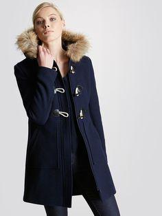 L'ICONIQUEDUFFLE-COAT! On aime son style, son volume, ses finitions authentiques, sa matière (un drap de laine compact à la…