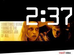 """Seu relógio não está errado! Você vai ver """"2:37"""" agora. Dê o play."""