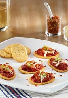 Turn Town House Original Crackers into quick and easy mini-pizzas with this Gridiron Party Pizzas recipe! It only takes 20 minutes to make this great snack for everything from movie night to game day.