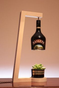 diy Lamp table - woodworking - 80 Ways to Reuse Your Glass Bottle Ideas 10 Wooden Lamp, Deco Design, Bottle Crafts, Glass Bottles, Bottle Lamps, Lighting Design, Diy Furniture, Furniture Plans, Diy Home Decor