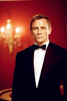 Daniel Craig as James Bond Casino Royale Dress, Casino Dress, Casino Outfit, Daniel Craig, Craig 007, Craig James, Rachel Weisz, Estilo James Bond, Casino Night Food