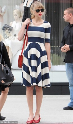 Taylor Swift in a terribly unflattering dress, and those sunglasses totally clash. Sunglasses are part of the outfit! You can't just throw any old pair on!