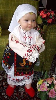 Adorable little Ukrainian girl 💗🖤 Cute Outfits For Kids, Cute Kids, Cute Babies, Little People, Little Girls, Costumes Around The World, Ethno Style, Art Populaire, Ukrainian Art