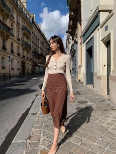 Frühherbst Pariser Looks - Get dressed - Winter Mode Look Fashion, Paris Fashion, Girl Fashion, Autumn Fashion, Fashion Outfits, Chic Fashion Style, French Style Fashion, Early Fall Fashion, Classic Fashion Looks