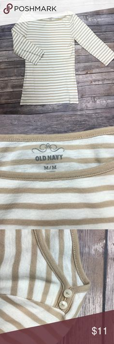 """⚫️Old Navy stretchy boat neck top 15"""" armpit to armpit, form fitting and stretchy with 3/4 sleeves. Old Navy Tops"""