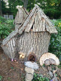Tree stump garden gnome / fairy / hobbit house