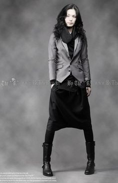 Pantalons Sayoko - ASIAN STYLE. Actually, I'd sub out the pants for a skirt proper, but the look overall is fantastic.
