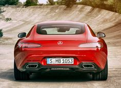O AMG vem equipado com o novo motor 4.0 V8 biturbo que possui duas potências distintas. Na versão GT, são 462 cv a 6.000 rpm que levam o modelo aos 100 km/h em 4 segundos e à máxima de 304 km/h (limitada eletronicamente)Saiba tudo sobre carros! Acessewww.r7.com/carros