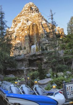 Who else loves the single file seating? Because my tall self does! Disneyland World, Disneyland Rides, Disneyland Today, Disney Rides, Disneyland California, Disney California Adventure, Disneyland Resort, Disney Parks, Disney Dream