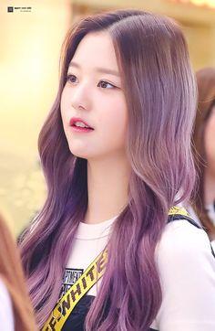 (Credits to the real owner/s) Yuri, Sketch Poses, Ulzzang Korean Girl, Uzzlang Girl, Woo Young, Japanese Girl Group, Popular Girl, Korean Star, Grunge Girl