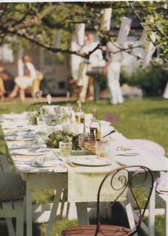 The shabby chic design style involves vintage, retro, elegant, and country design styles. Elegant simplicity in the shabby chic dining area needs a few basic Shabby Chic Dining Room, Shabby Chic Decor, Alfresco Designs, Foster House, Outdoor Dining, Outdoor Spaces, Outdoor Ideas, Outdoor Seating, Outdoor Fun