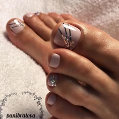 45 Nail Designs For Toes That Will Make You Feel Zen - peinados y belleza - Nageldesign Pedicure Designs, Pedicure Nail Art, Toe Nail Designs, Pedicure Ideas, Nails Design, Toenail Polish Designs, Fall Pedicure, Toe Nail Color, Toe Nail Art