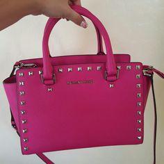Michael kors  purse Used one time , original Michael kors purse Michael Kors Bags Shoulder Bags
