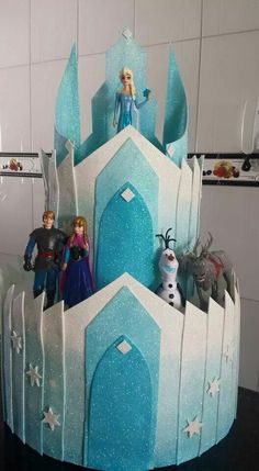 Ameiiii...Frozen. Em EVA... Frozen Themed Birthday Party, Frozen Party, Birthday Party Themes, Cumple De Frozen Ideas, Birthday Invitation Card Template, Castle Crafts, Olaf Party, Minnie Mouse Decorations, Disney Frozen